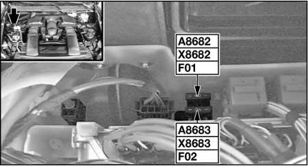 Предохранители в моторном отсеке (N63, S63)